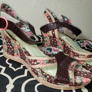 POETIC LICENSE Floral Wedge Shoes